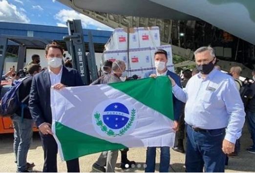 Ratinho Jr declara aberta a vacinação no Paraná; 1ª dose deve ser aplicada no Hospital do Trabalhador