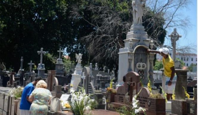 Brasil confirma 1.327 novas mortes por Covid-19 e mais de 60 mil casos em 24 horas