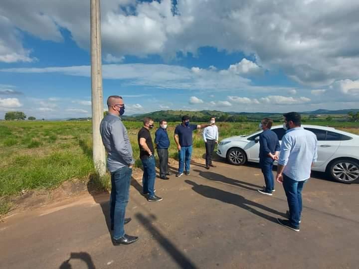 Jacarezinho: Visita técnica marca nova etapa de projeto de apartamentos populares no aeroporto