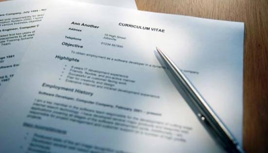 10 erros bobos no currículo que podem custar uma vaga de emprego