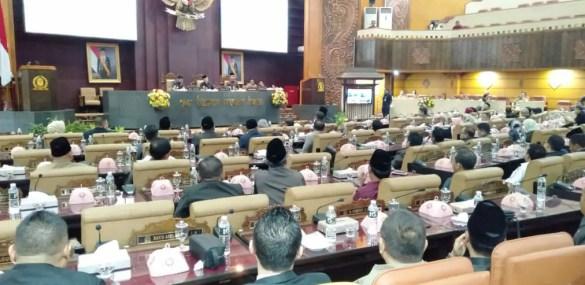Paripurna Penetapan Pimpinan Definitif DPRD Jatim Diwarnai Interupsi PPh