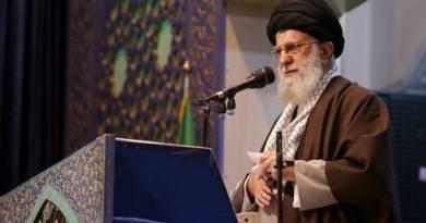 """Khamenei chama Trump de """"palhaço"""" por pretender apoiar os iranianos"""