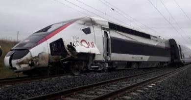 Trem de alta velocidade descarrila na França e deixa 21 pessoas feridas