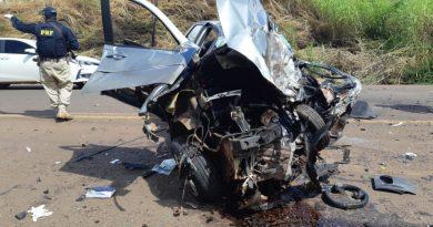 Duas pessoas morrem na BR-230 em colisão de carro e caminhonete