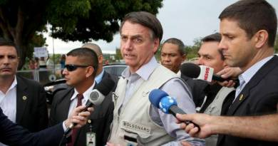Bolsonaro faz festa enquanto caos da pandemia avança nos hospitais