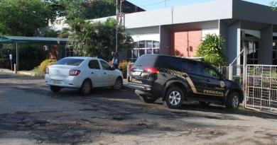 Ação da PF investiga superfaturamento na compra de máscaras na prefeitura de São Luiz