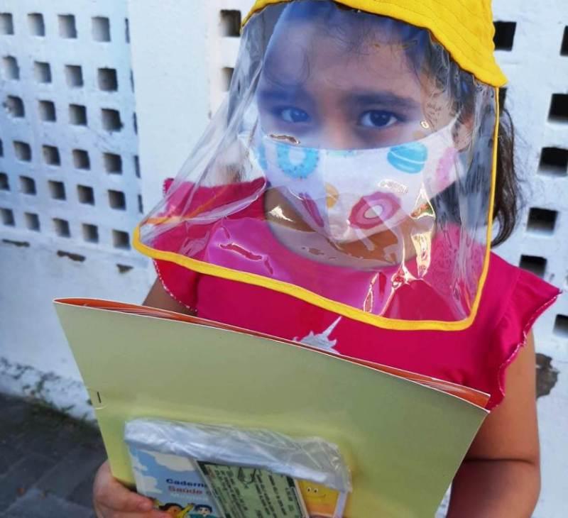 Criança protegida contra o coronavírus