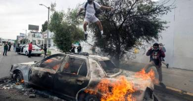 EUA: 'Parem de destruir nossas cidades', apelam prefeitas