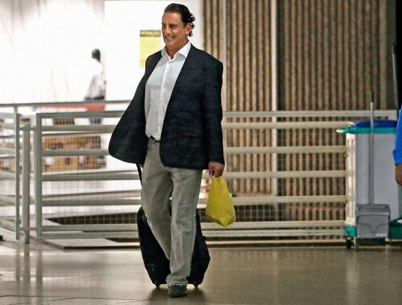 Frederick Wassef, advogado da família Bolsonaro, no Aeroporto de Brasília.