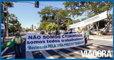 Empresários protestam pela reabertura do comércio em Teresina