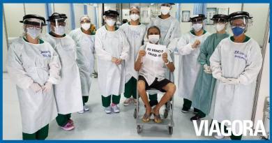 Idoso de 73 anos é a primeira alta do Hospital de Campanha do HUT