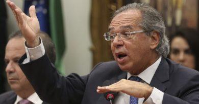 Após crítica de Bolsonaro, equipe de Guedes quer mudar regra do abono salarial para bancar Renda Brasil