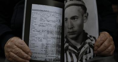 Extermínio dos Roma e Sinti comemorado em Auschwitz Birkenau