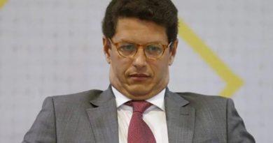 Salles anuncia suspensão de recursos para desmatamento e recua após ser desautorizado por Mourão