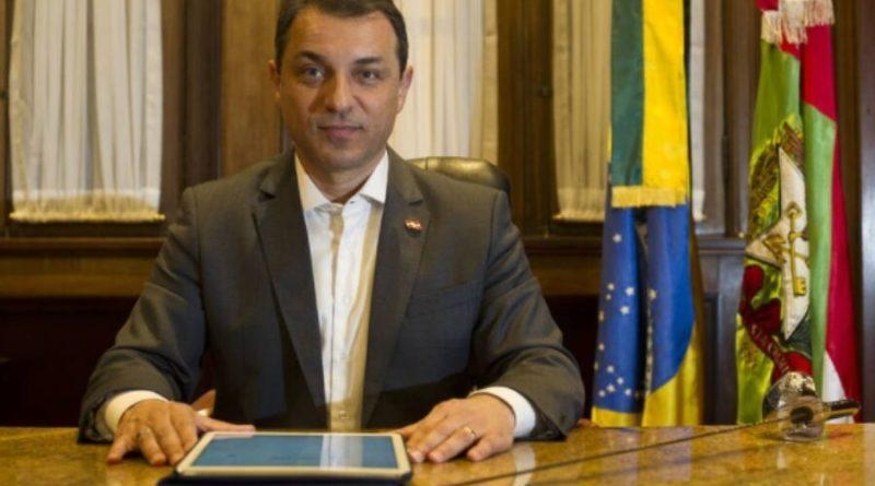 Afastamento de governador de Santa Catarina é 'questão de dias', diz relator da CPI dos Respiradores