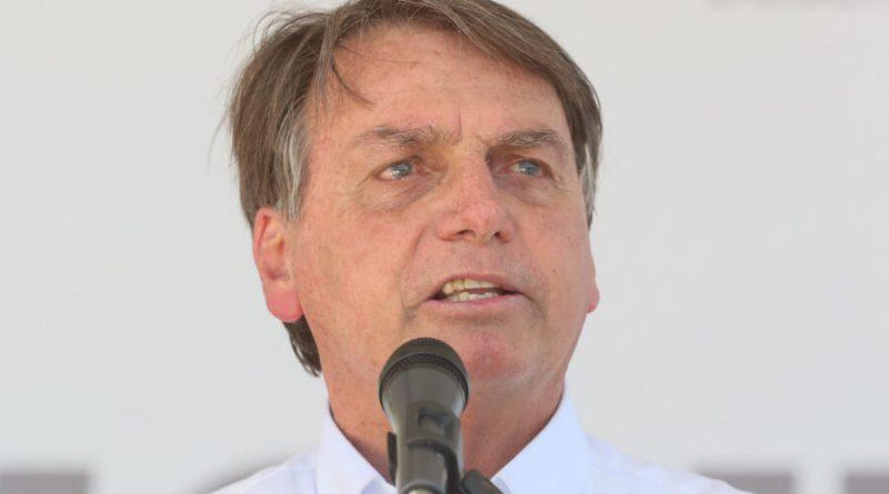 Bolsonaro volta a associar Argentina à Venezuela e pede a Deus reeleição em 2022