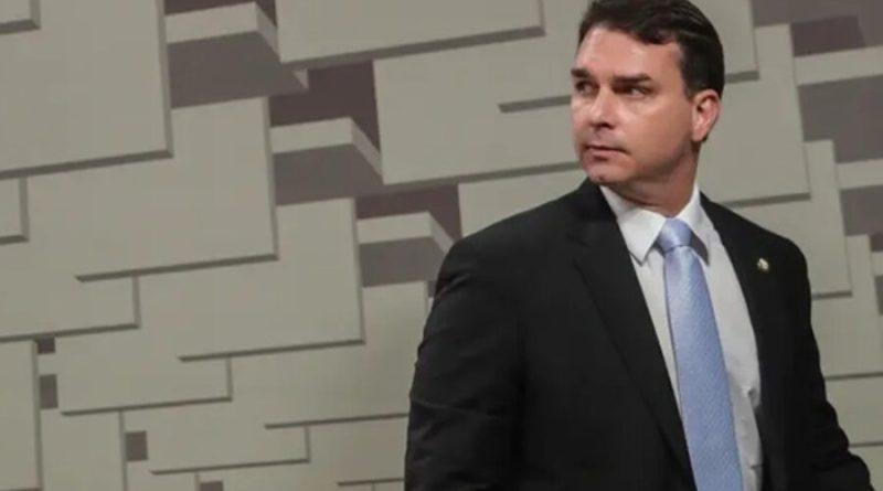 Flávio omitiu da Receita investimentos de R$ 90 mil em ações, diz MP