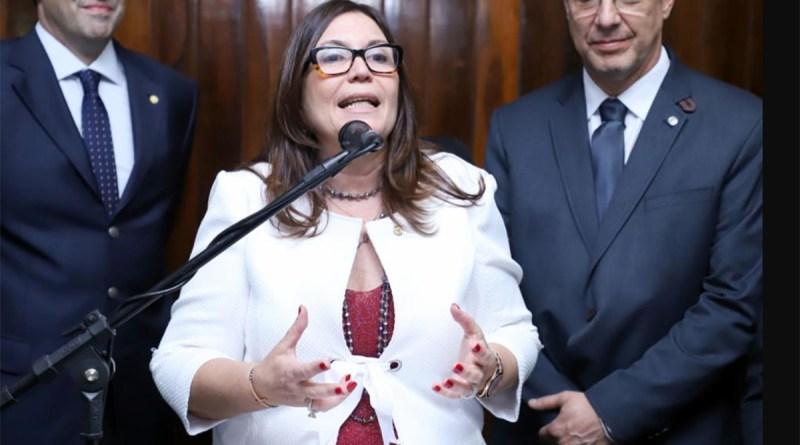 Bolsonarista Bia Kicis deve ser confirmada na presidência da CCJ da Câmara