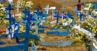 Brasil tem mais 2.166 mortes por covid em 24 horas. Fiocruz alerta que situação é crítica