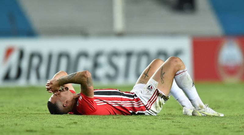 Luciano faz exames, mas atacante e Daniel Alves só serão reavaliados nesta sexta