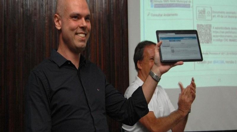 Tablets para escola pública em São Paulo ficam para agosto, com um ano de atraso