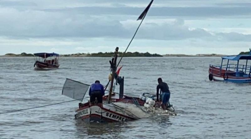 Vídeo: Pescadores tem seus barcos alagados no município de Raposa