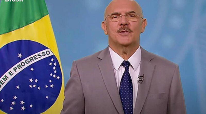 Ministro vai à TV defender volta às aulas apesar de omissão do MEC na pandemia