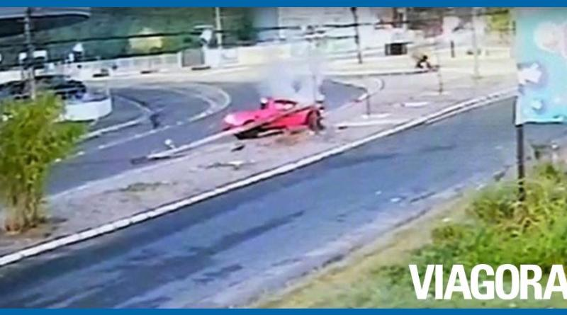 Vídeo mostra momento em que carro pega fogo após colisão em Teresina