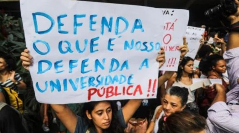 Autoritarismo contra a universidade é tema de curso online e gratuito