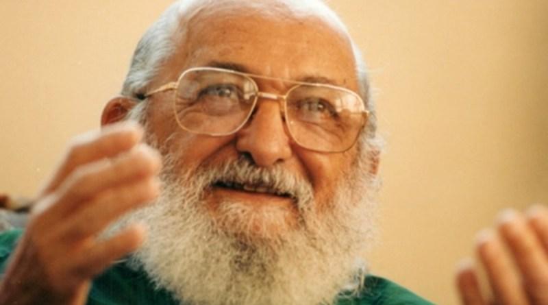 Com autores de teorias pós coloniais, Paulo Freire contribuiu para uma educação antirracista