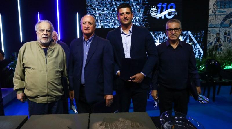 Felipão tem nome eternizado em calçada da fama da Arena do Grêmio