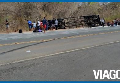 Ônibus tomba e deixa passageiros mortos e feridos no Sul do Piauí