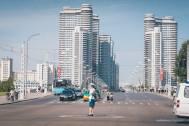 Trânsito em avenida de Pyongyang.
