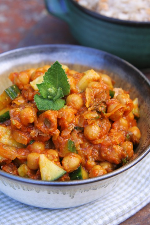 Chilled Chickpea Cucumber Curry