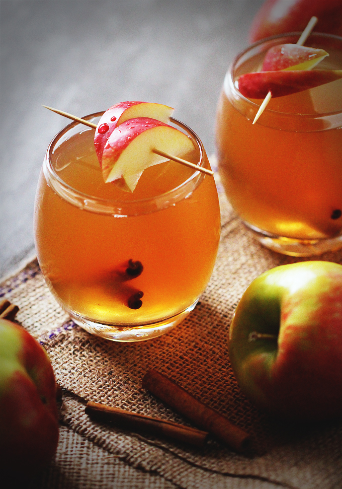 Crockpot Apple Cider | Warm and Fancy Crockpot Drinks You Can Serve This Winter