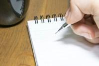 書いて考えを整理し、気持ちを軽くする。
