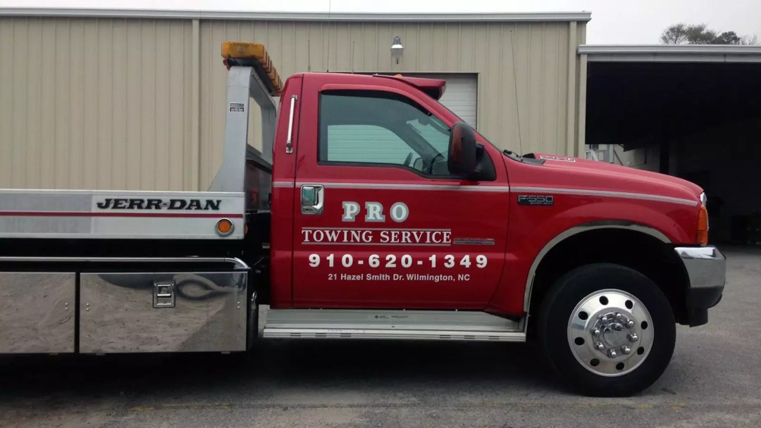 Pro Towing Service print and cut graphics