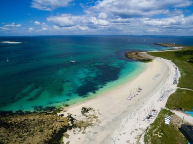 Plage de sables blancs à Penfret