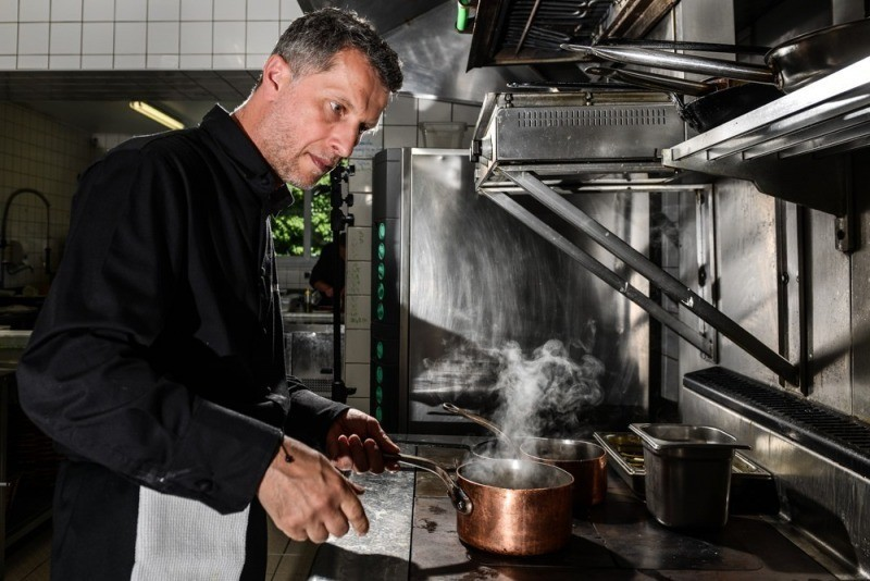 Le chef Matthieu Aumont sublime les produits locaux de la Baie de Saint-Brieuc