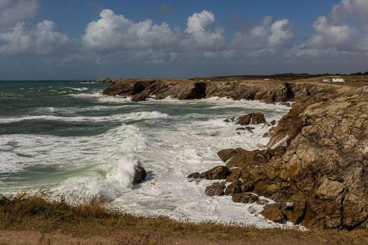 Le paysage d'une falaise vue sur mer