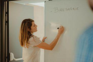 Marie-Aude anime les ateliers The Corner, une réussite