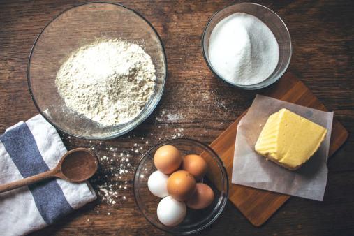 La base pour un gâteau de beurre breton : beurre, farine, sucre, oeufs...
