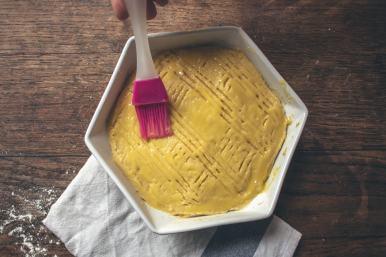Dernière étape pour le gâteau de beurre, la préparation de la dorure au jaune d'œuf !