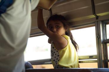 Jeune nicaraguenne dans le bus