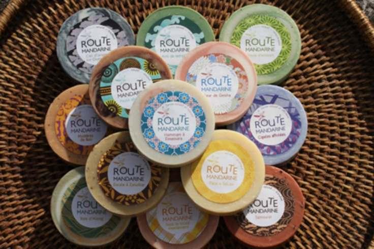 Route Mandarine nous invite une nouvelle fois en voyage avec ses savons parfumés aux huiles essentielles biologiques