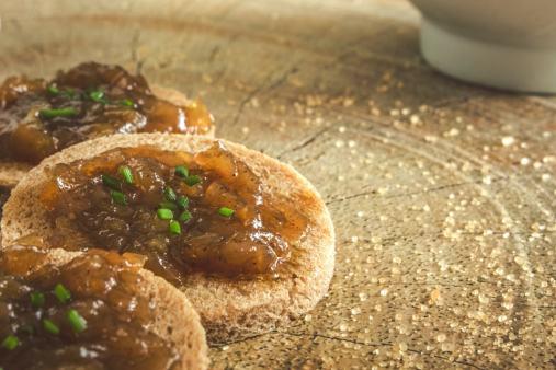 Du sucre, des oignons de Roscoff et de l'huile : recette parfaite pour les tapas bretonnes !