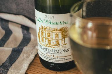 La recette du pâté Hénaff poêlé est à accompagner d'un vin blanc sec (avec modération!).