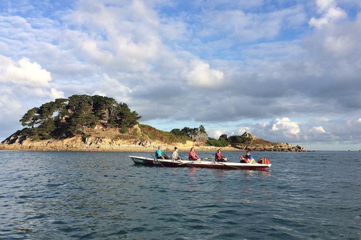 4 sportifs qui font de l'aviron dans la Baie de Morlaix dans le Finistère