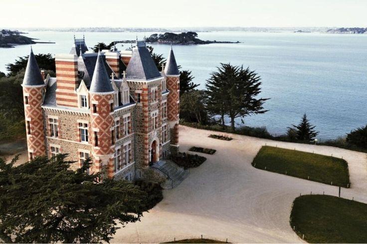 Le château hôtel du Nessay avec vue sur la mer