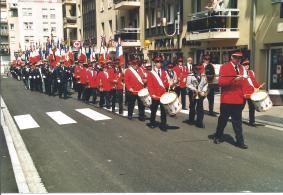 Défilé musique et porte-drapeaux